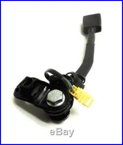 05-10 Beetle Convertible Front Left Driver Bucket Seat Belt Buckle Receiver