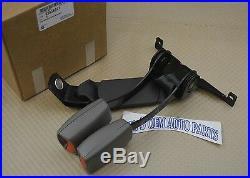 2003-06 Chevrolet GMC Cadillac RH & center Rear Seat Belt double Buckle new OEM