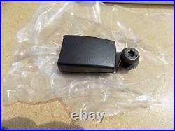 GENUINE NEW Land Rover Discovery 3 & 4 Offside Rear Seat Belt Buckle LR082711