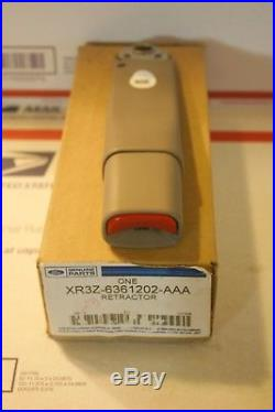 Genuine Ford XR3Z-6361202-AAA Right Side Seat Belt Buckle 2000-03 Mustang Gray