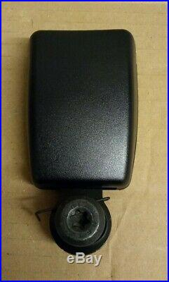 New Genuine Land Rover Discovery 3 Middle Row Right Hand Seat Belt Buckle